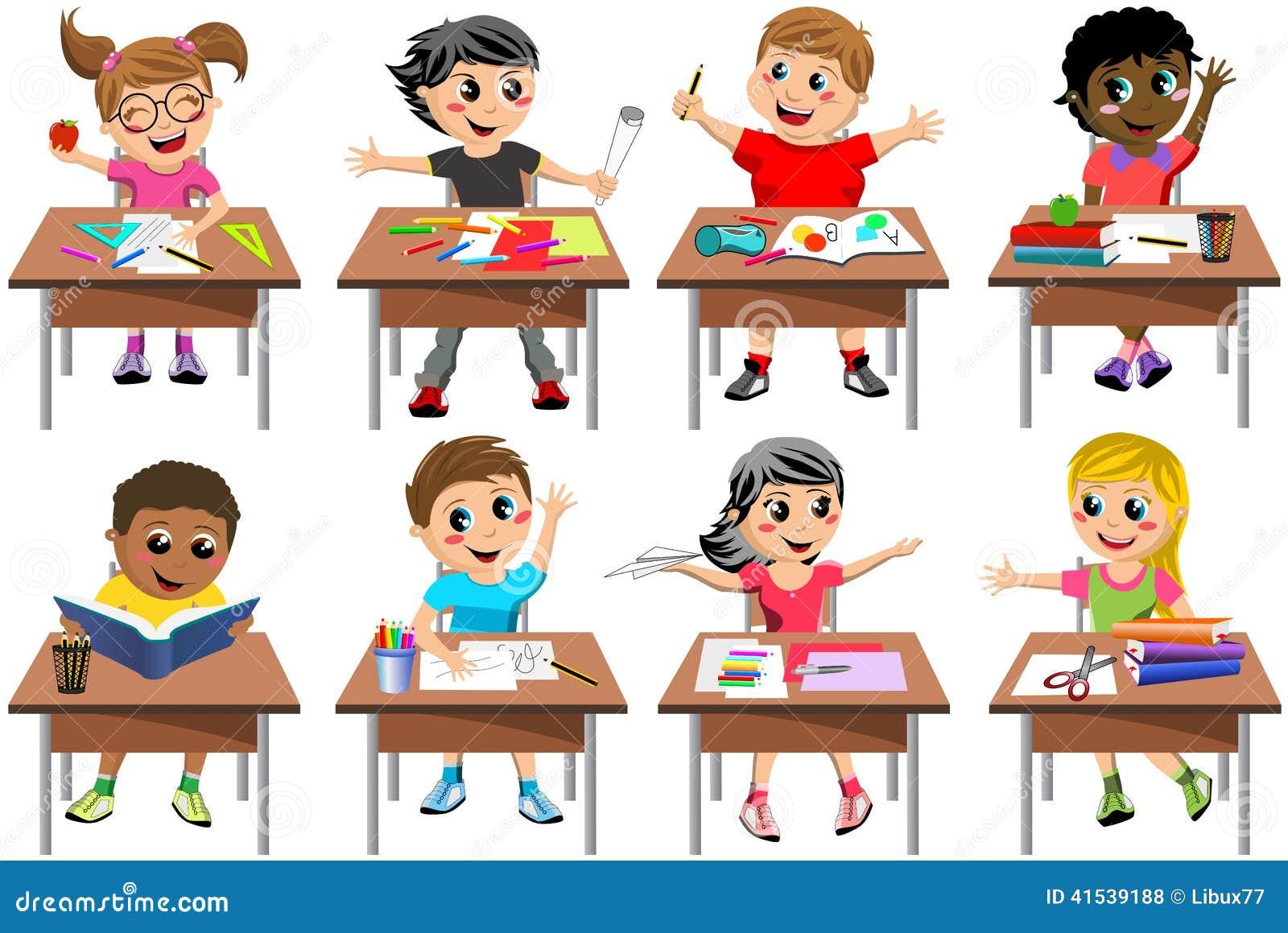 Aula felice della scuola dello scrittorio del bambino dei bambini isolata