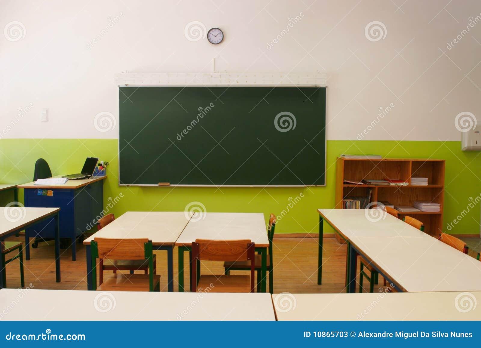 Aula vuota immagine stock immagine di studio scuola for Mobilia lavagna