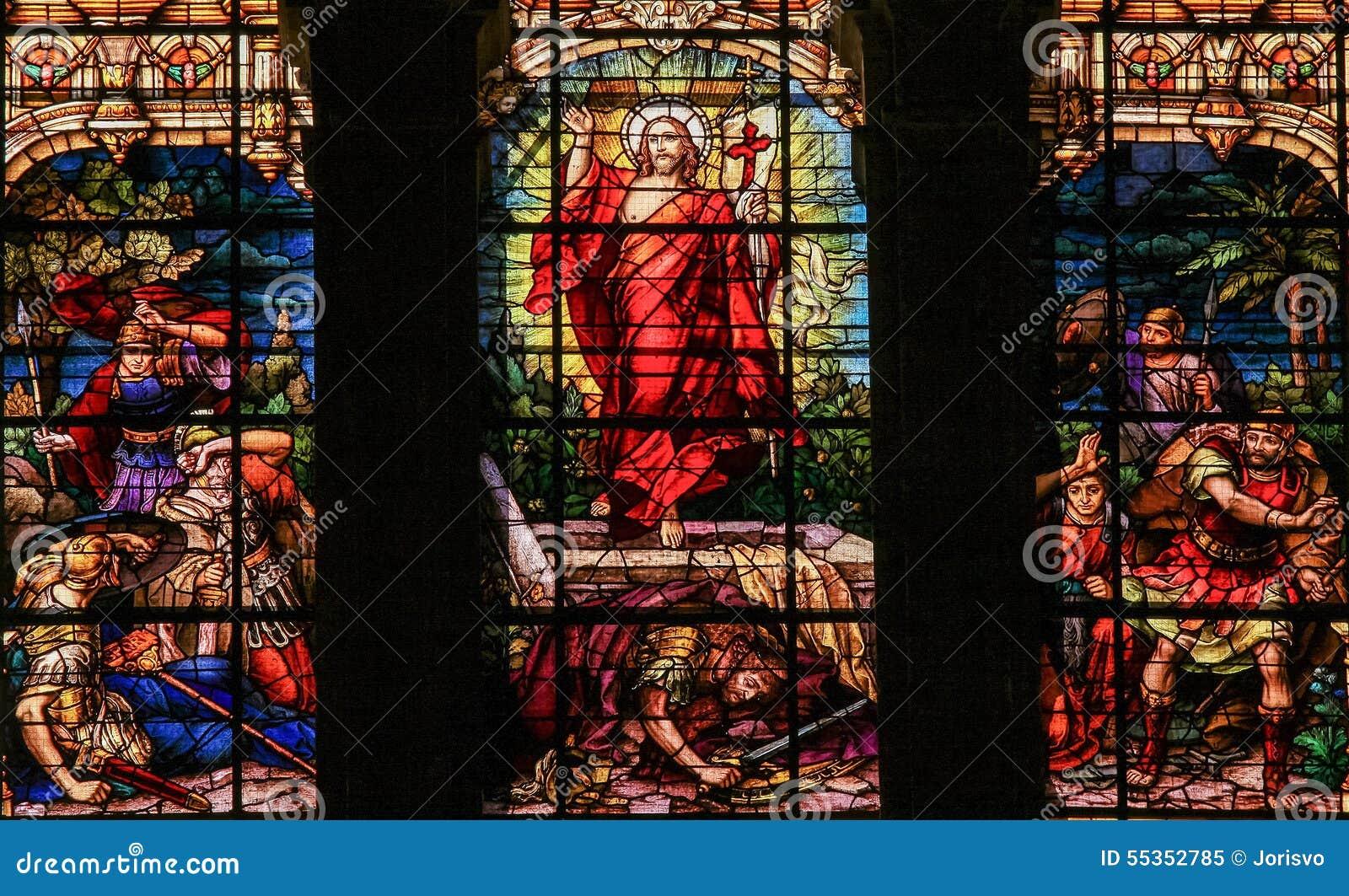 Aumento dalla tomba - vetro macchiato di Gesù