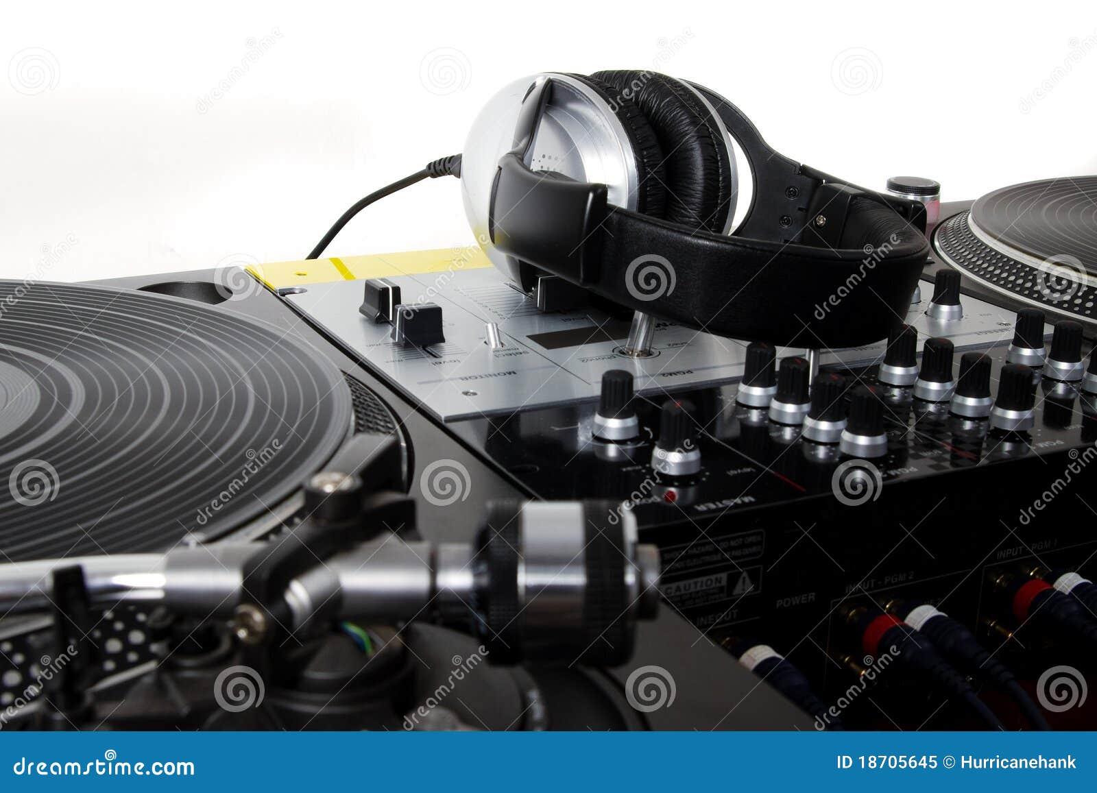Auriculares, mezclador de sonidos y placas giratorias