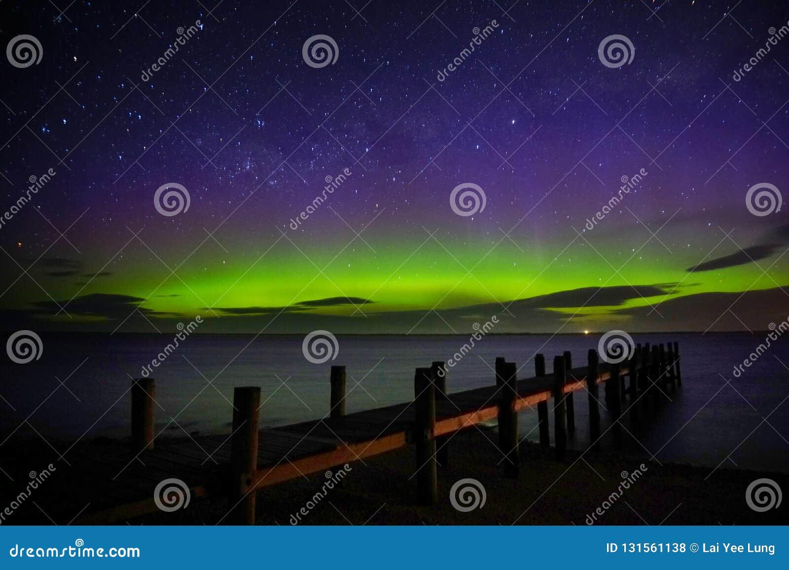 Aurora Australis przedstawienie nabrzeżem
