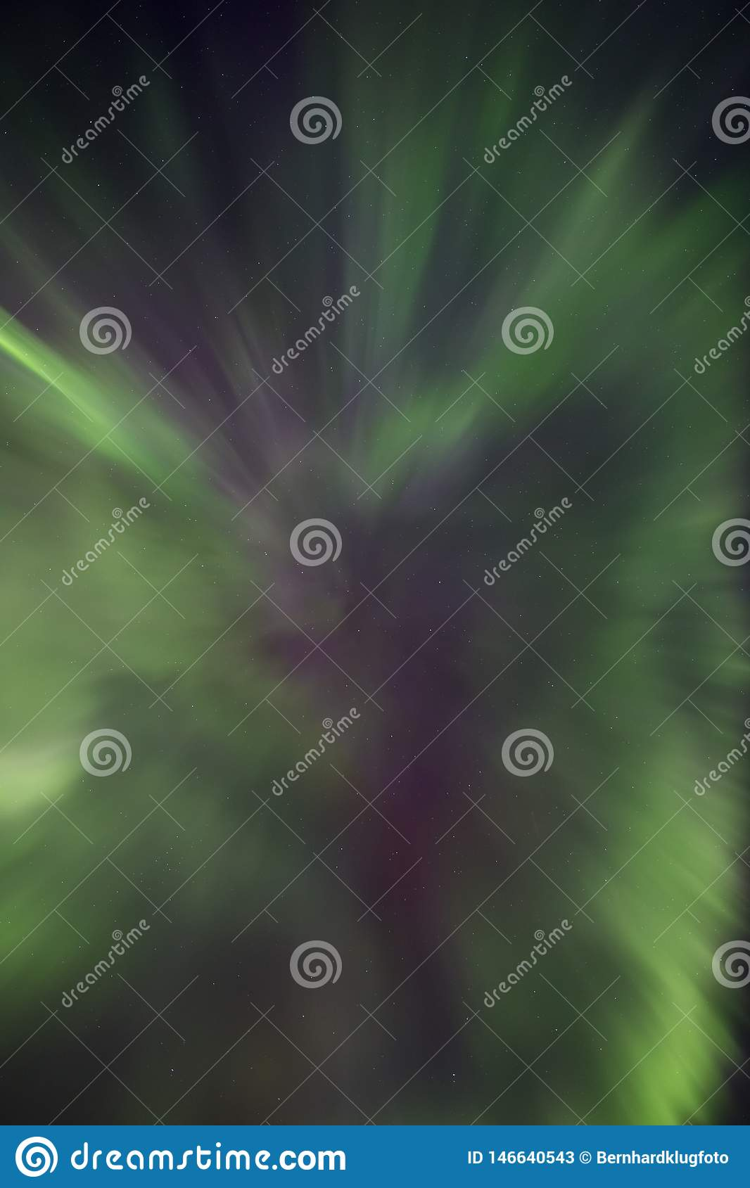 Aurora boreal na forma de um aurora borealis da corona