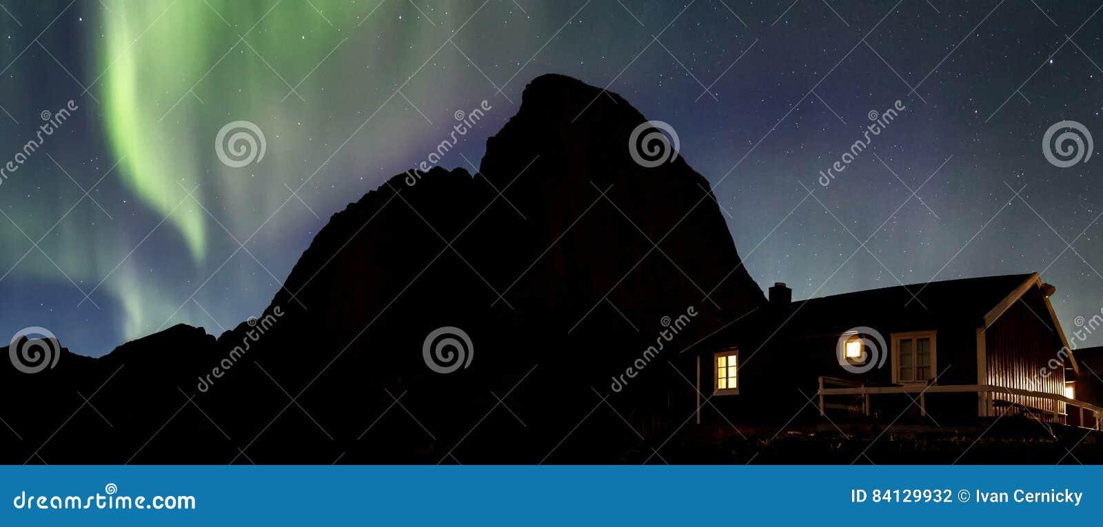 Aurora boreale sopra Hamnoy