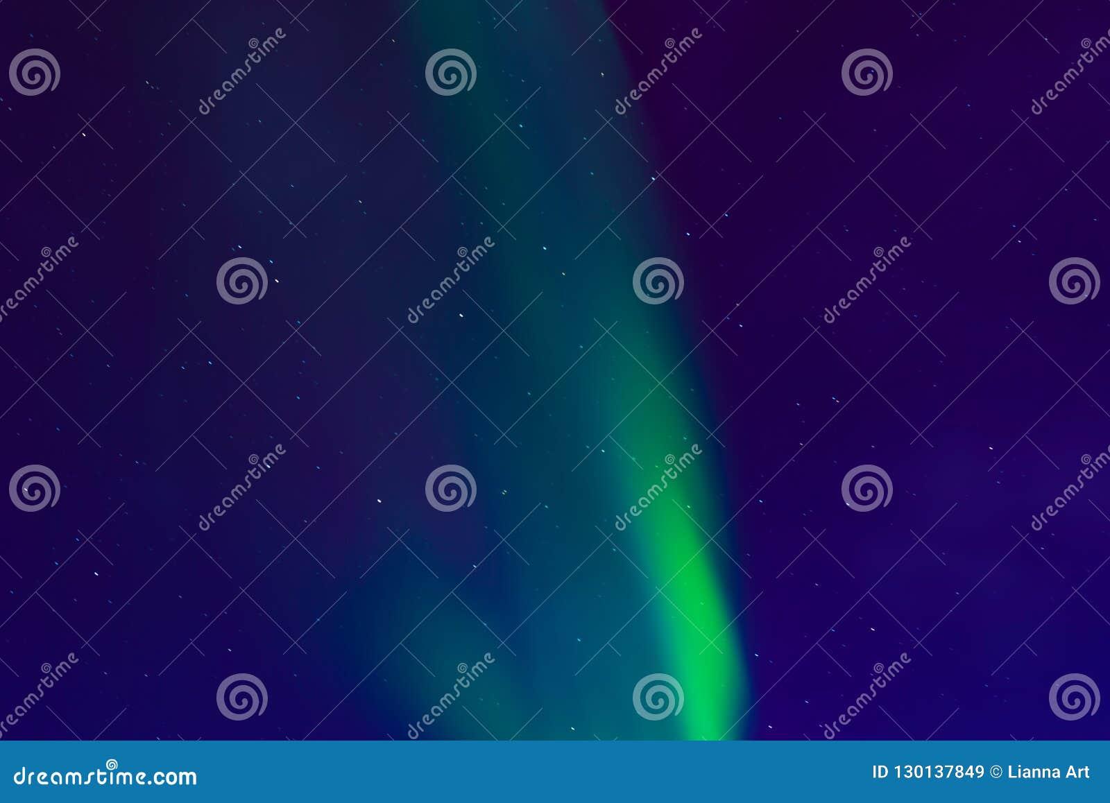 Aurora borealis, aurora boreale nel cielo notturno con le stelle