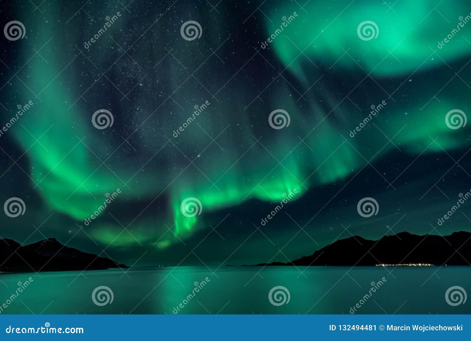 Aurora Borealis - aurora boreale - vista da Grotfjord - Kwaloya
