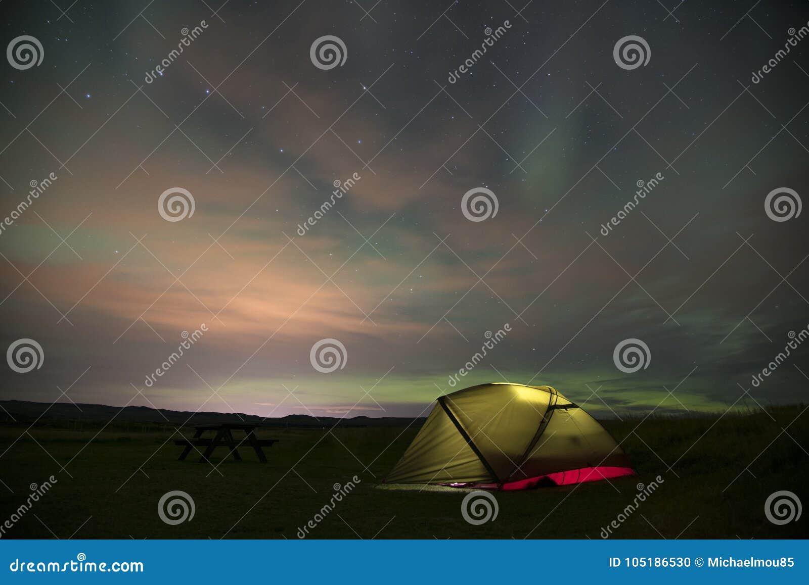 Aurora Borealis Northern Lights Iceland och upplyst tält 4