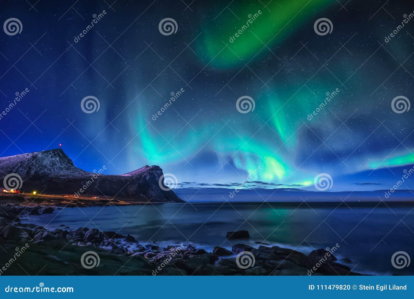 Aurora borealis op hemel in Noorwegen