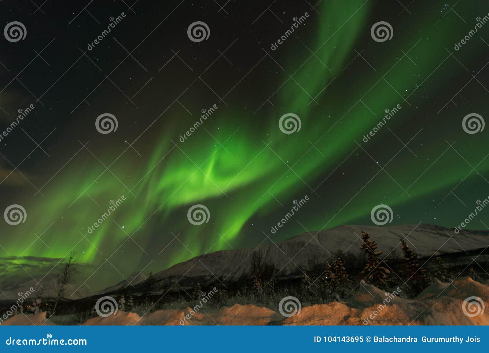 Aurora la tempesta solare nel cirlce artico nordico