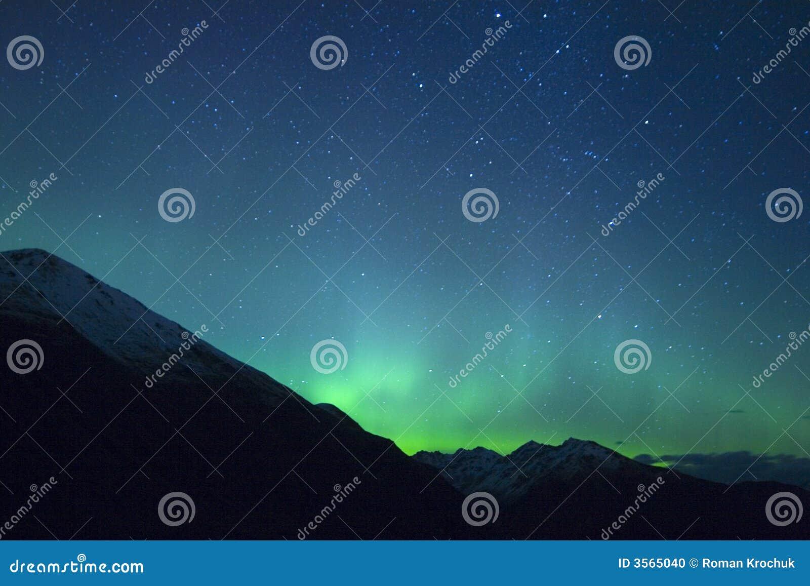 Aurora sopra le montagne
