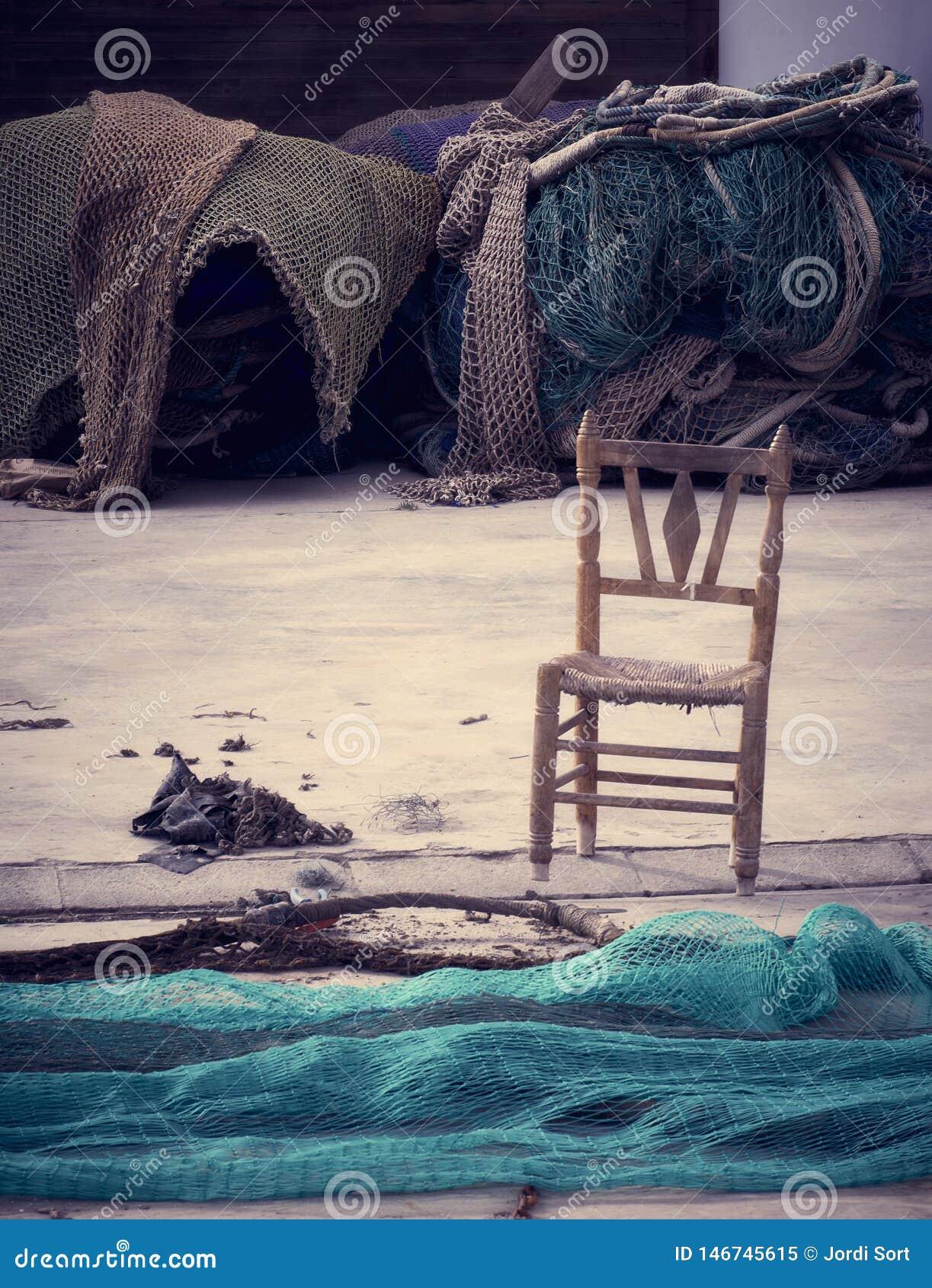 Ausência de um pescador, solidão no mar