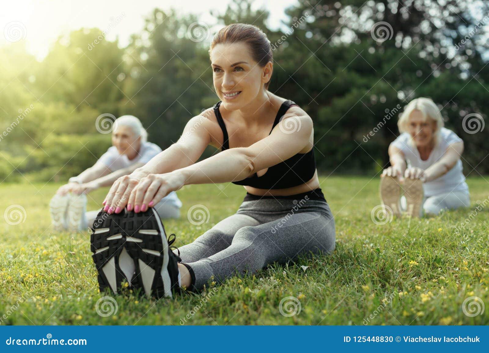 Ausbildungsgruppe der enthusiastischen Frau Rentner