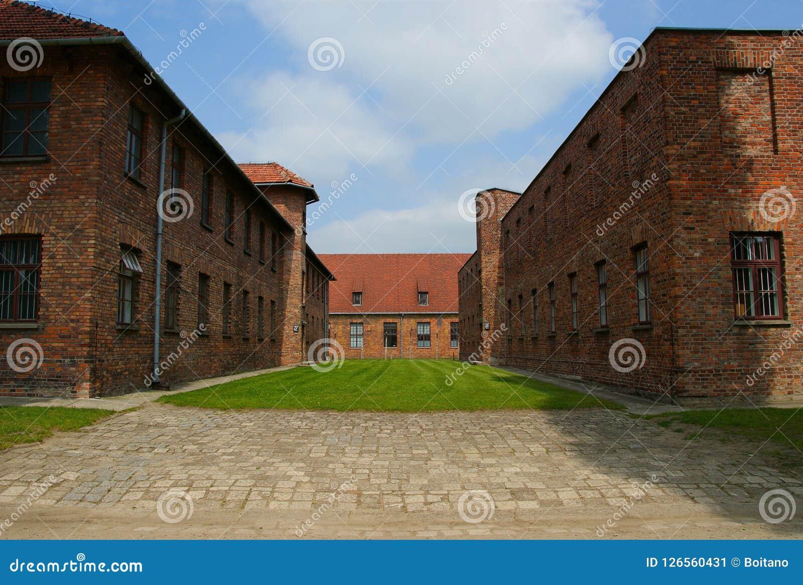 Auschwitz, Polônia/28 de maio de 2008: Casernas do ` s do prisioneiro em Auschwitz - a concentração e a exterminação de Birkenau