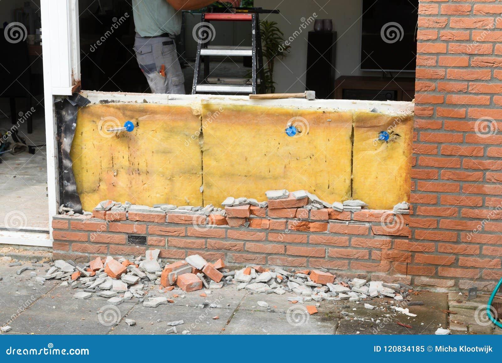 Auseinanderfallen eine Backsteinmauer