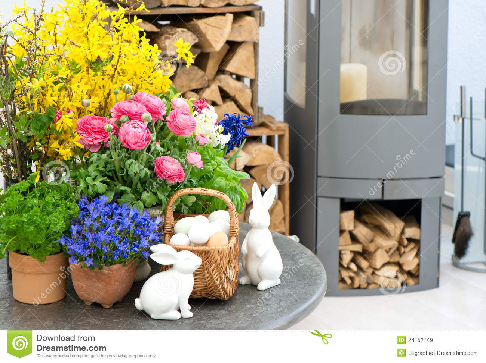 Ausgangsinnenraum Mit Blumen Und Ostern Dekoration