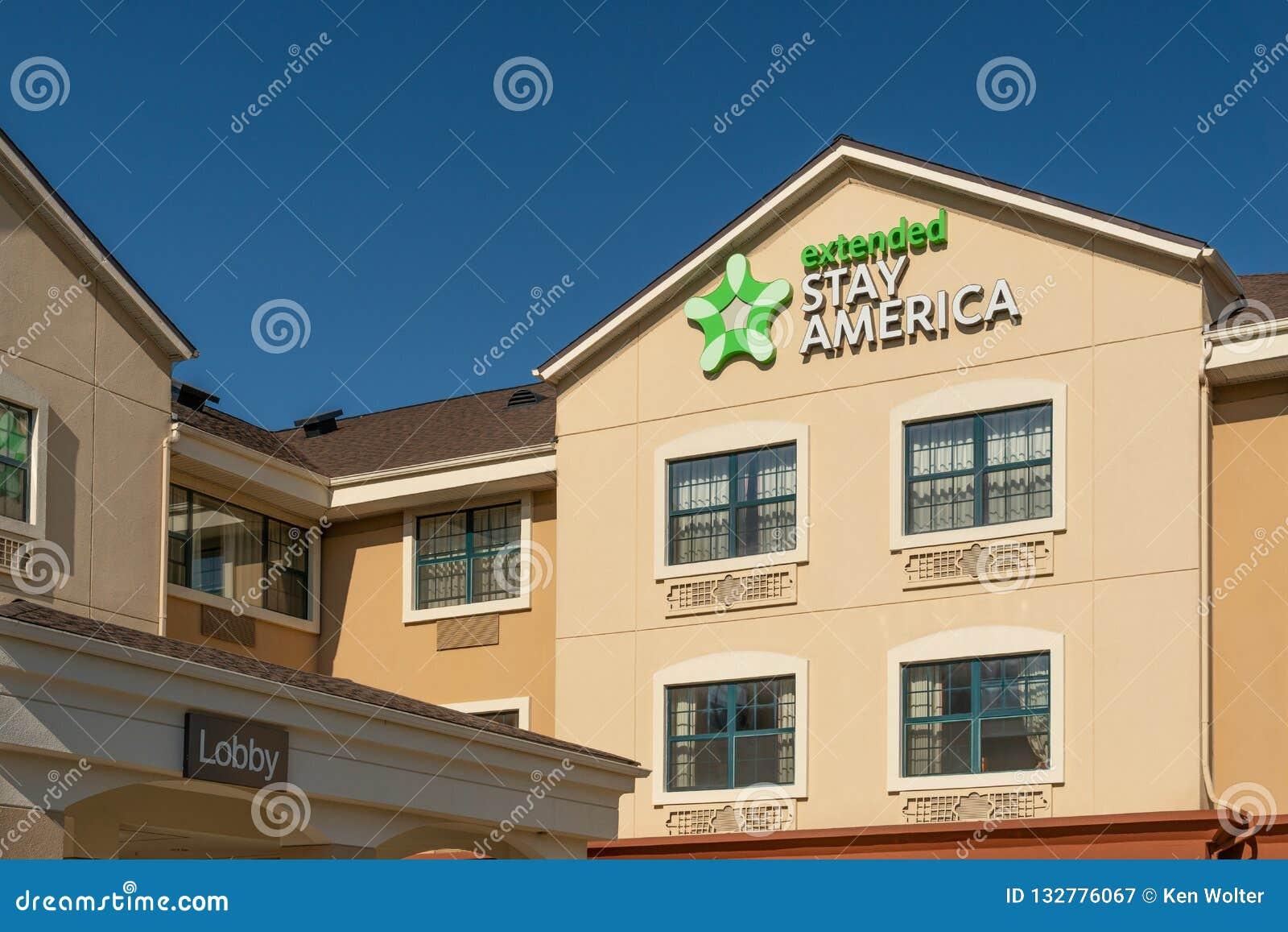 Ausgedehntes Aufenthalts-Amerika-Motel und Logo des eingetragenen Warenzeichens