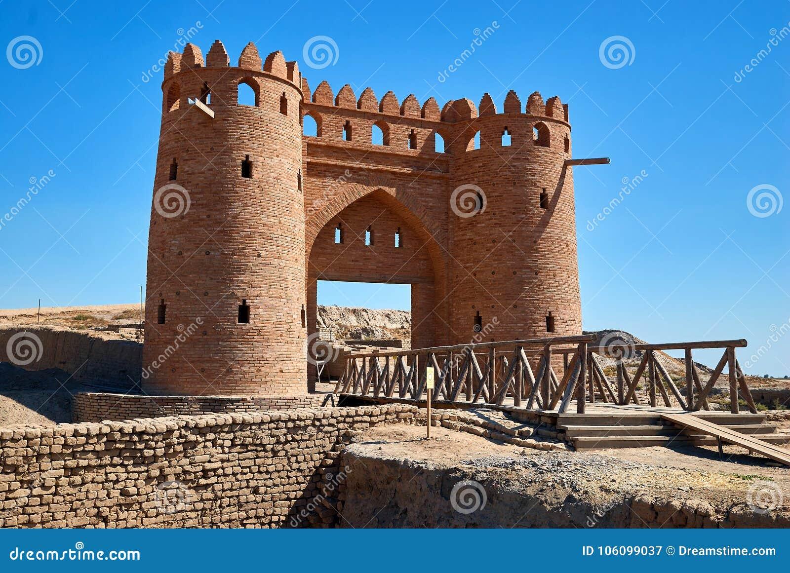 Aushöhlungen der alten Stadt von Otrar, Turkestan, Kasachstan