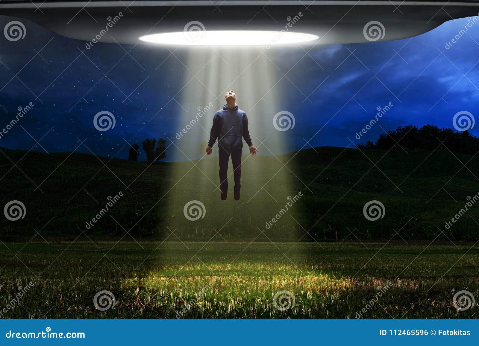 Ausländisches Raumschiff UFO entführen Menschen