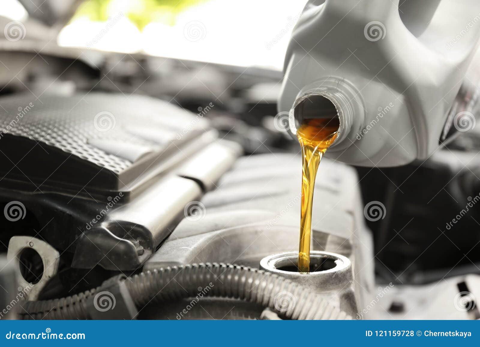 Auslaufendes Öl in Automotor