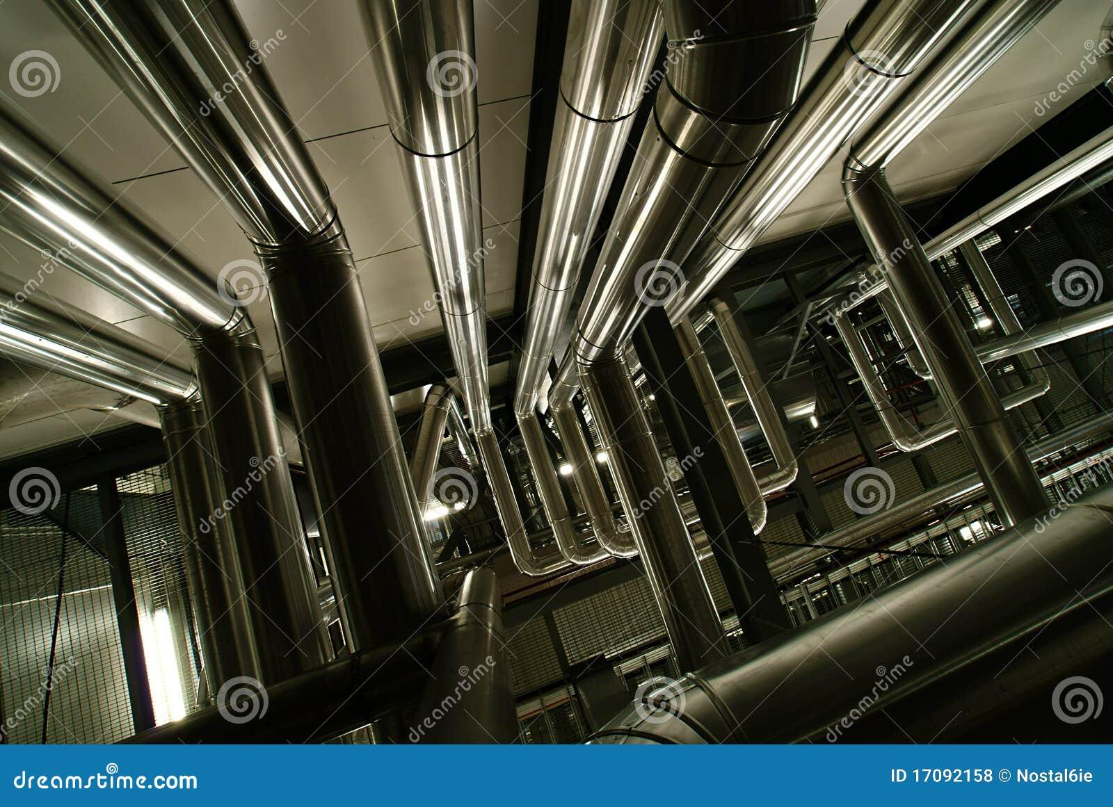 Ausrüstung, Seilzüge und Rohrleitung innerhalb der Fabrik