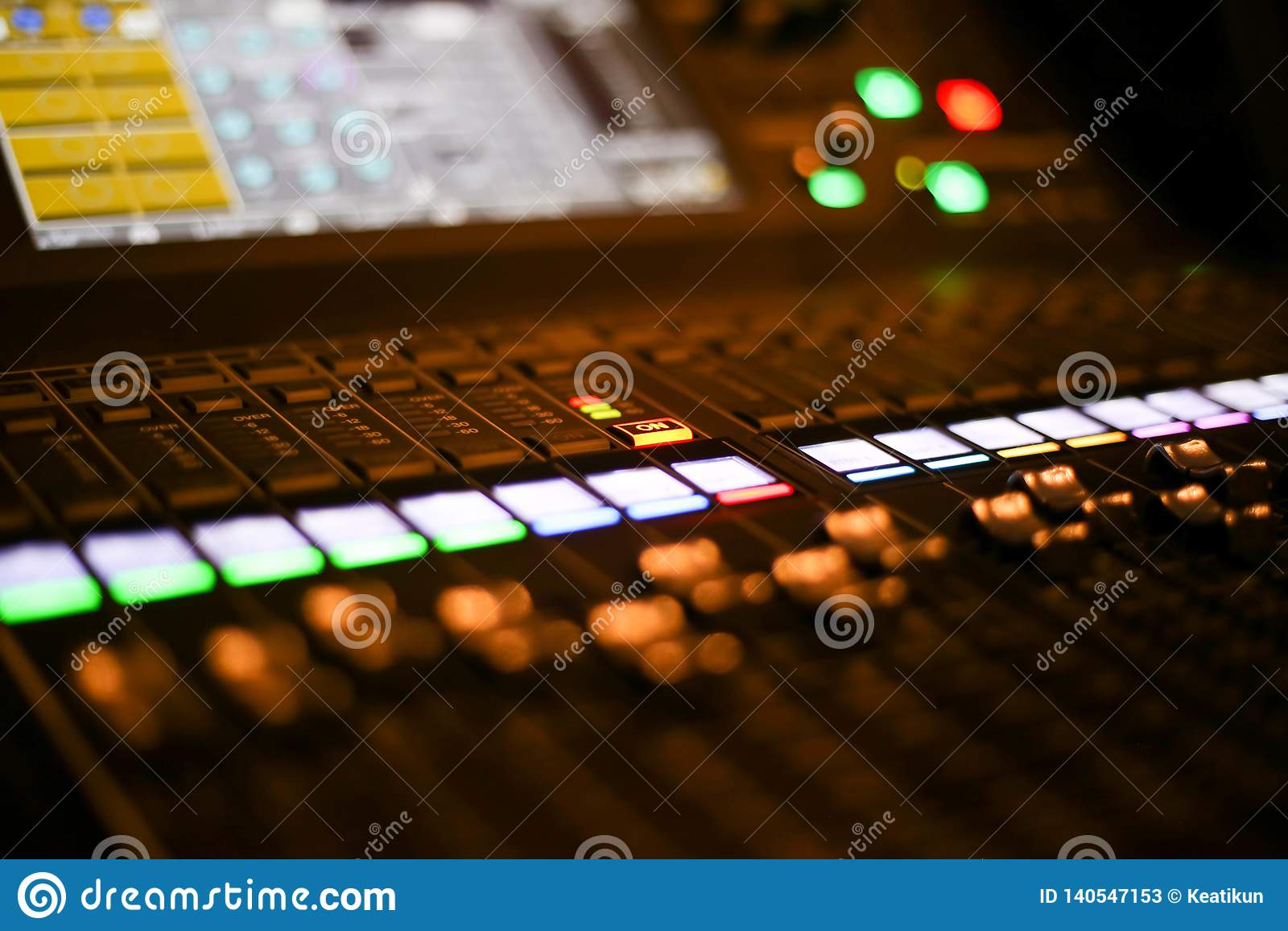 Ausrüstung zur Tonmeistersteuerung in Studio Fernsehsender, Audio und Video-Produktions-Rangierlok des Fernsehens übertrugen