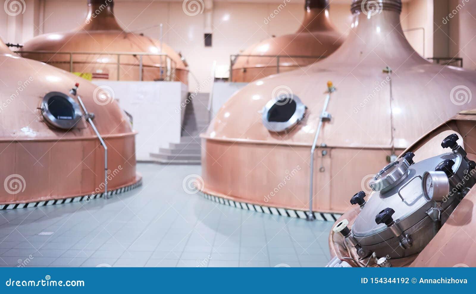 Ausr?stung f?r Vorbereitung des Bieres Linien von Fassbinderbehältern in der Brauerei Manufacturable-Prozess von Brewage Modus de