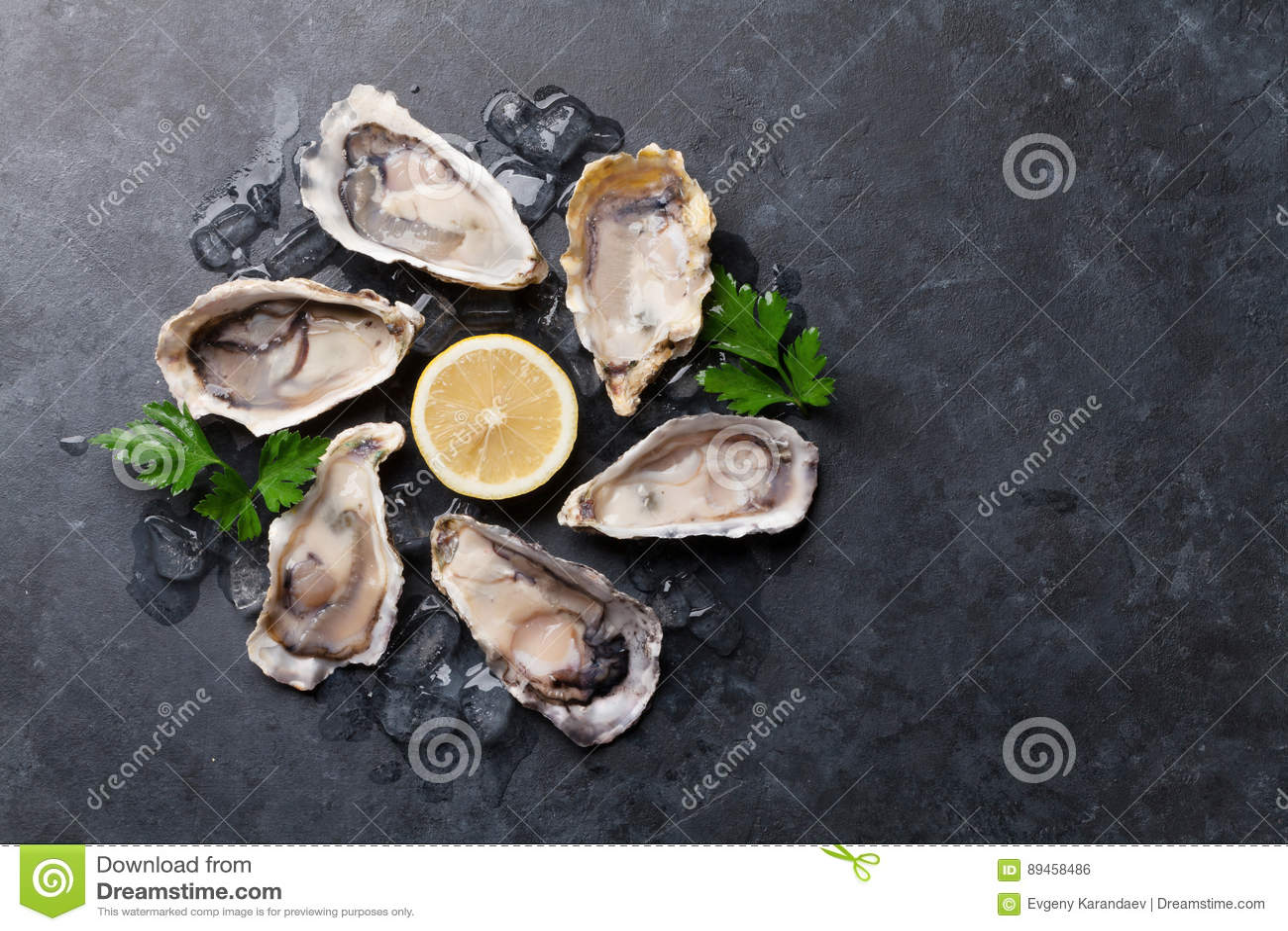 Austern und Zitrone