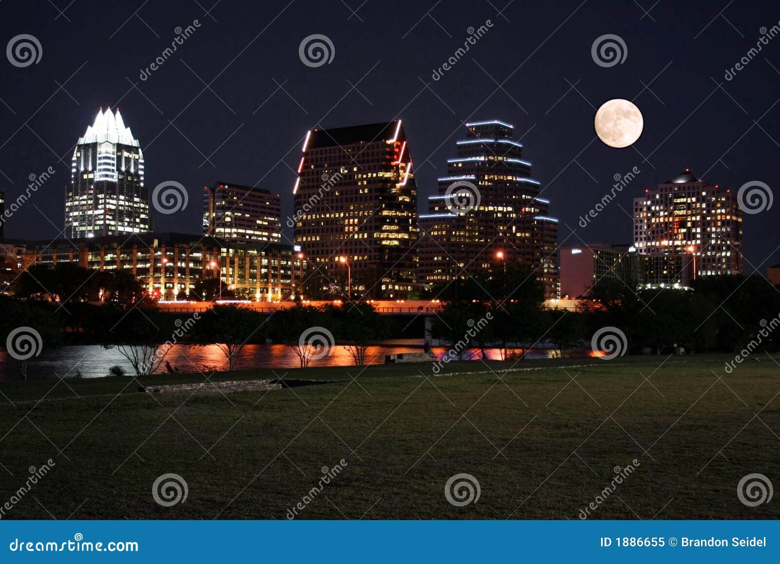 Austin céntrica, Tejas en la noche con la luna