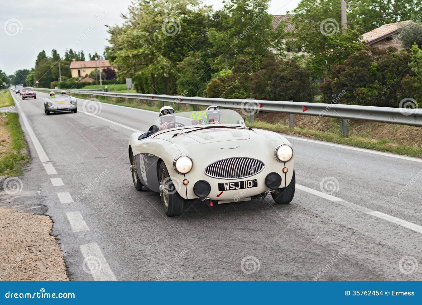 Austin Healey 100 S (1955) samlar in Mille Miglia 2013