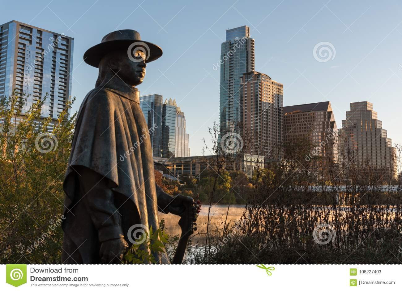 Austin Texas Stevie Ray Vaughan Statue no alvorecer