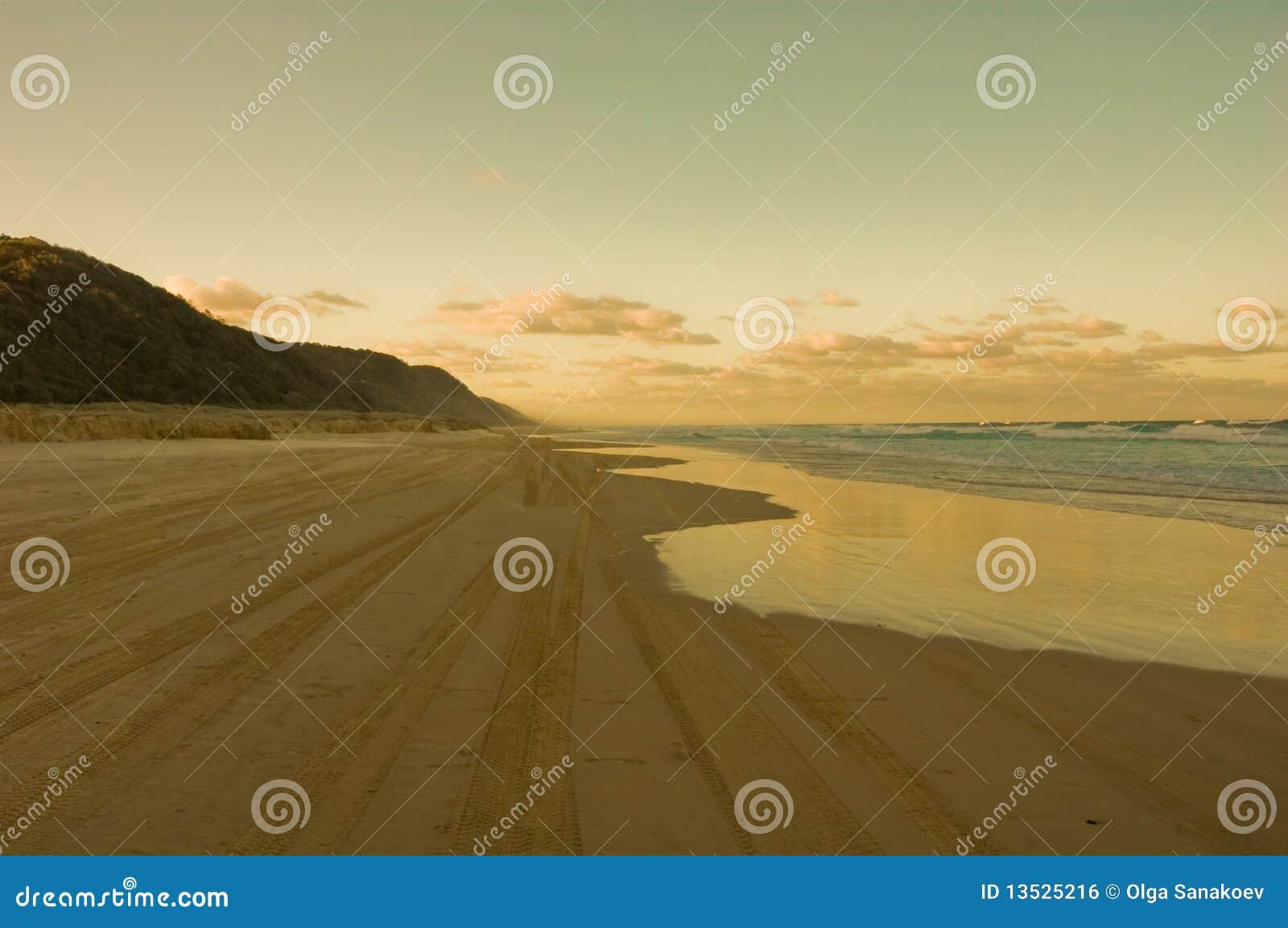 Australia plażowy fraser wyspy wschód słońca