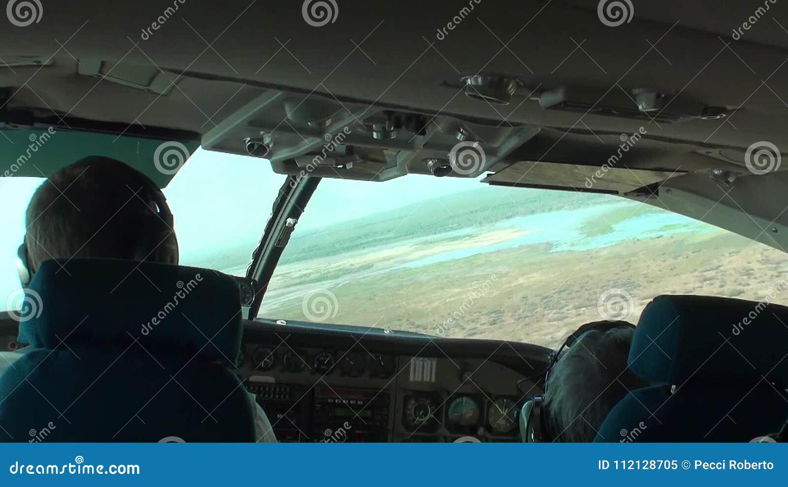 https://thumbs.dreamstime.com/z/australie-parc-national-de-kakadu-vol-au-dessus-du-naturel-tir-pris-l-int%C3%A9rieur-la-cabine-d-a%C3%A9ronefs-vue-panorama-112128705.jpg
