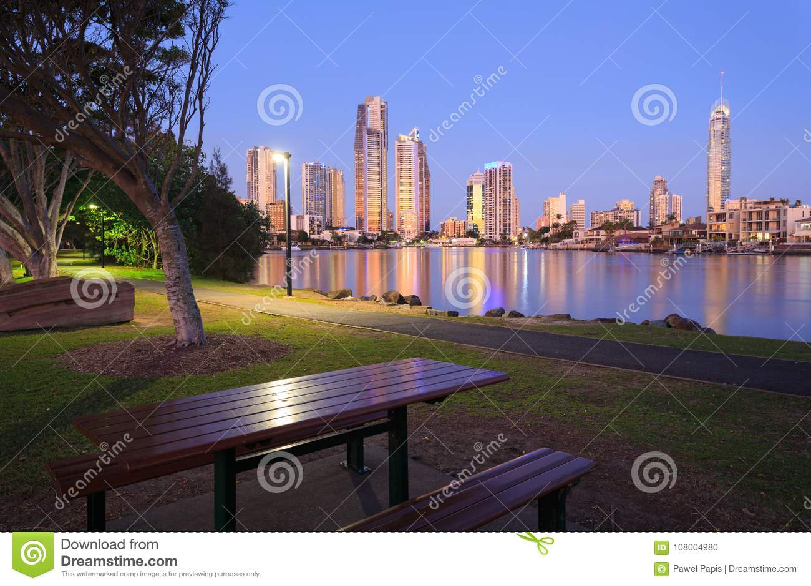 Australische moderne Stadt am Abend