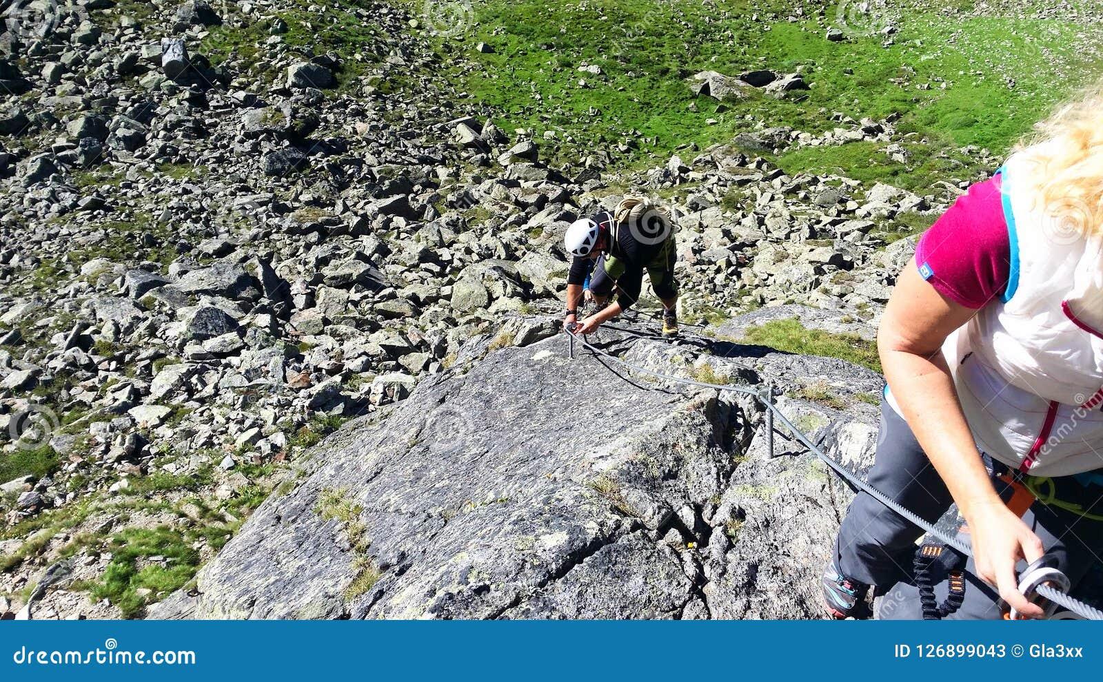 Austria ` de Stubai del ` de la región de la montaña Entrenamiento en la escalada