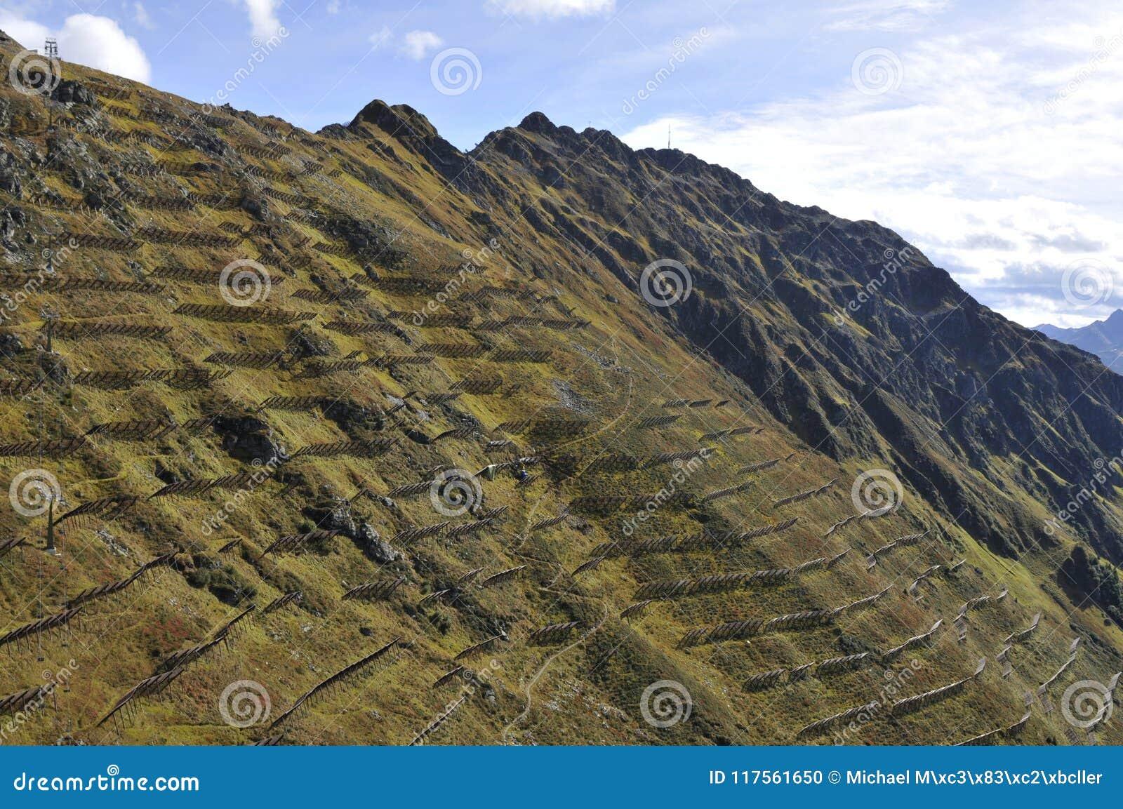 Austriaccy alps: Ochrona w Schruns, dolina,