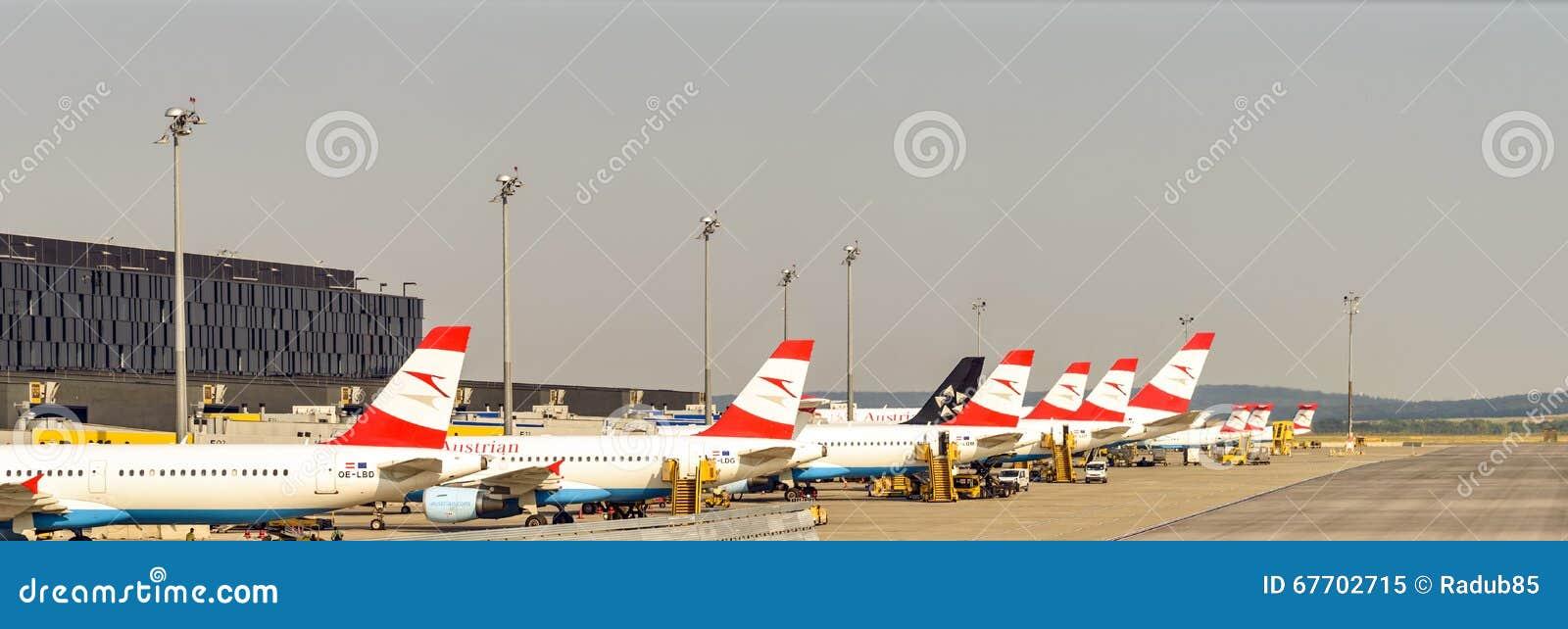 Austrian Airlines samoloty Na lotnisku