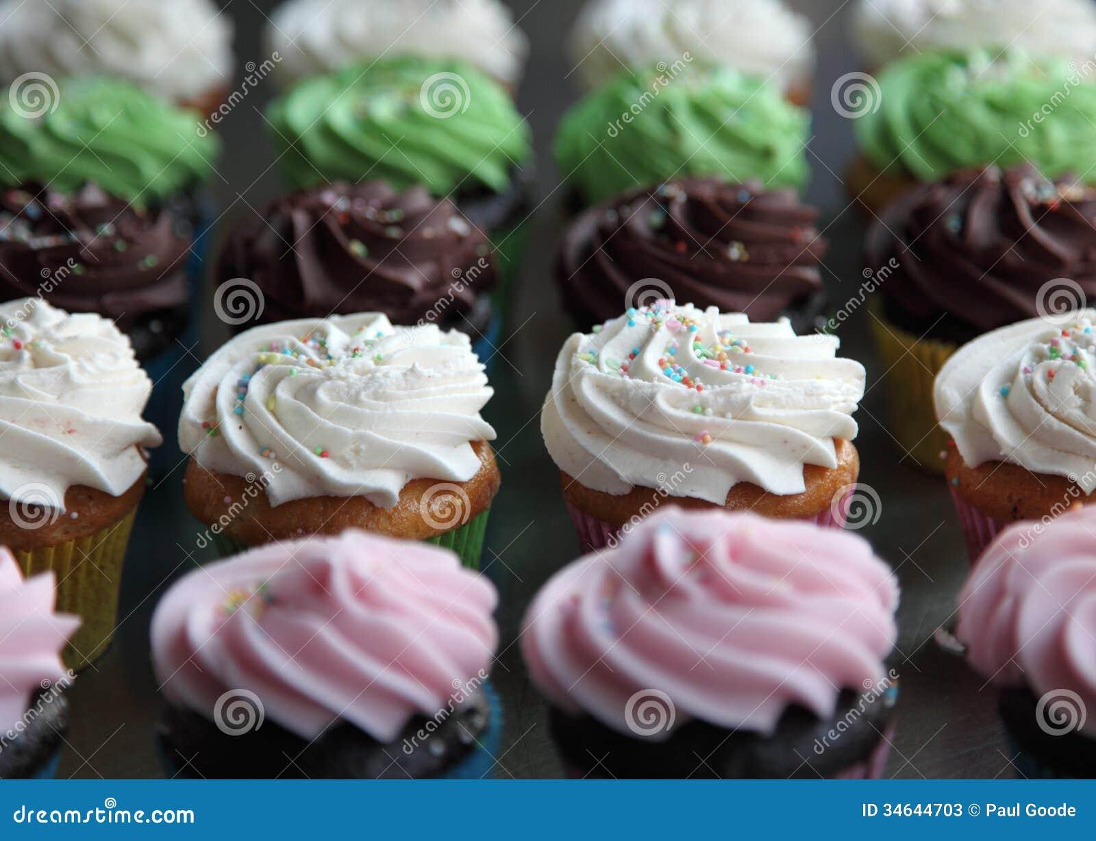 Auswahl von sortierten kleinen Kuchen