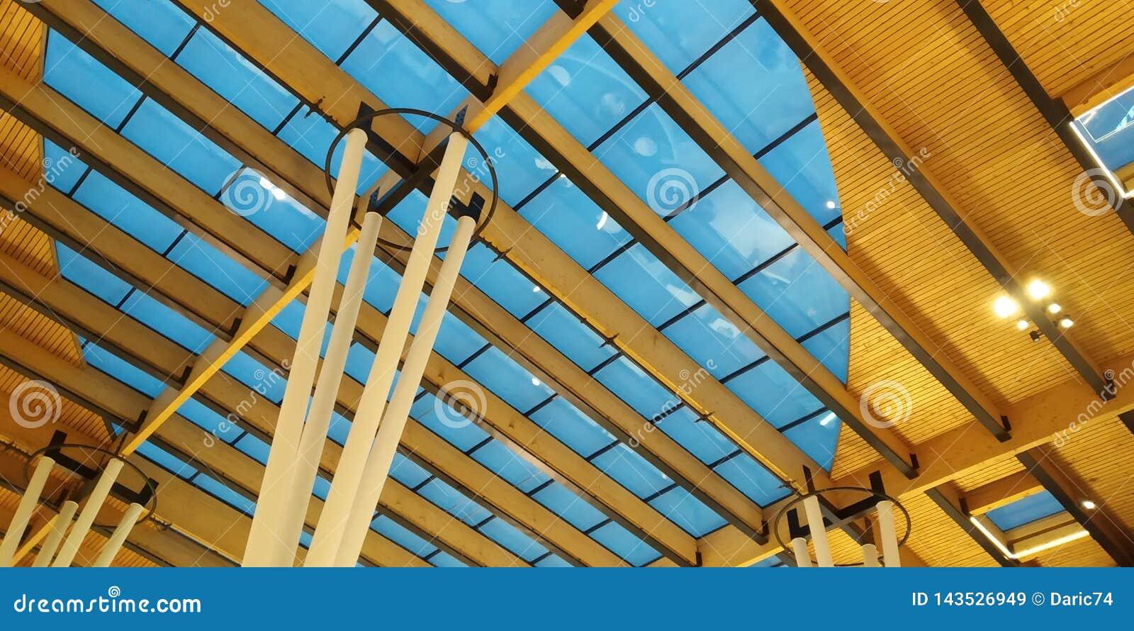 Auszug des modernen Architekturgebäudeinnenraums