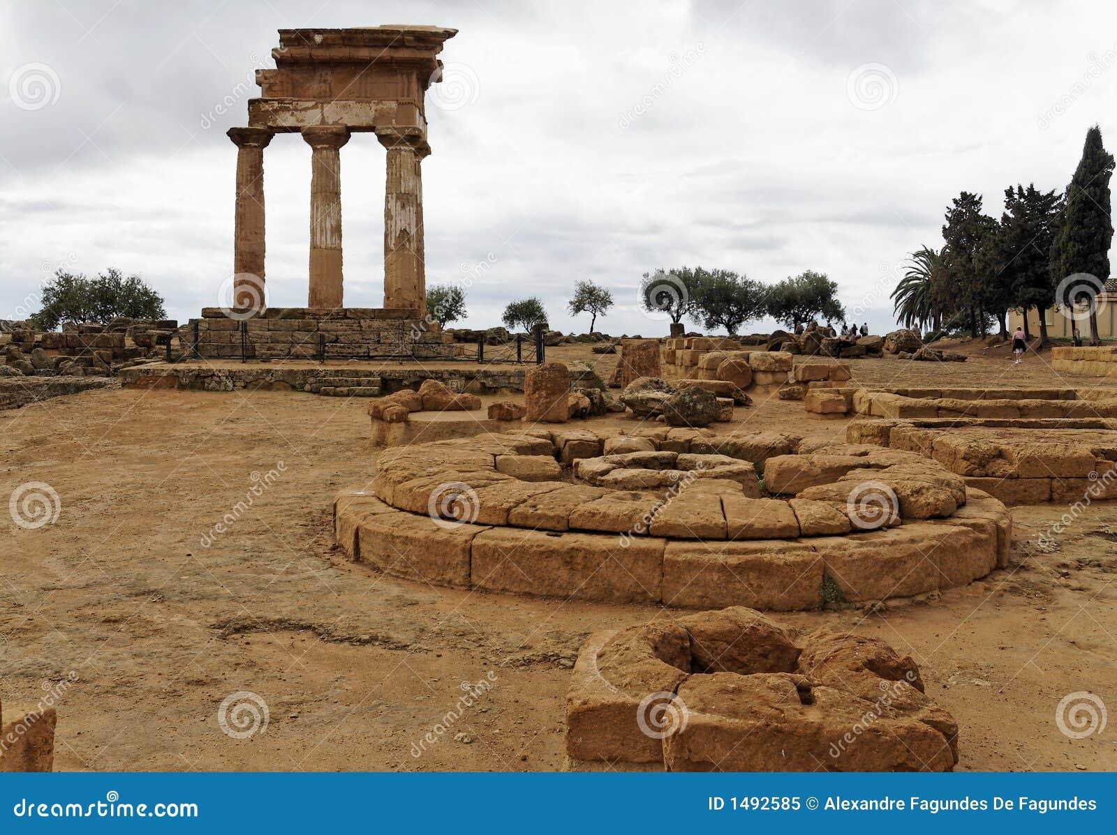 Autel - temple de chasse et de Polux