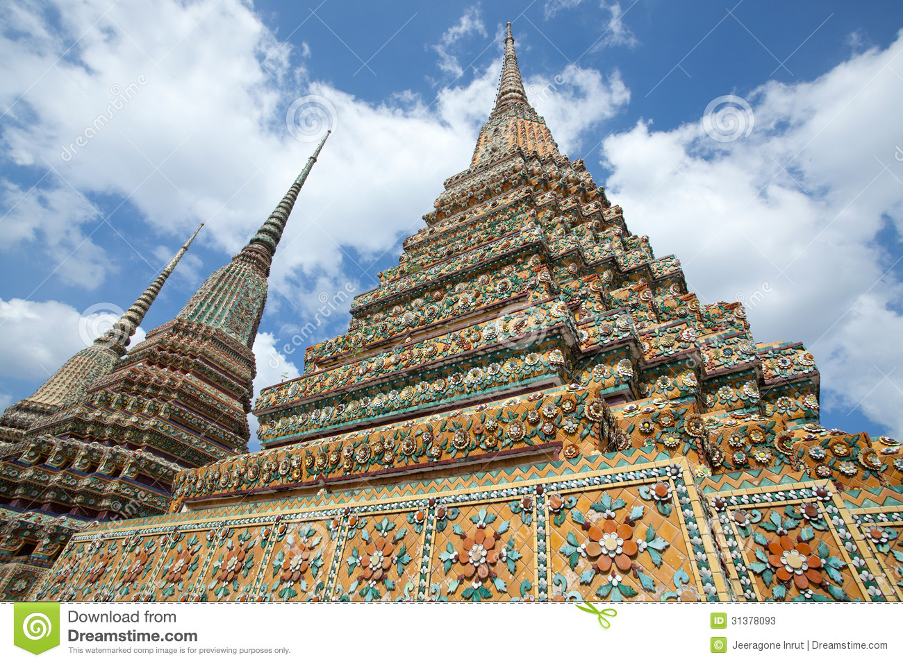 Authentic thai architecture stock photos image 31378093 for Wat architecture
