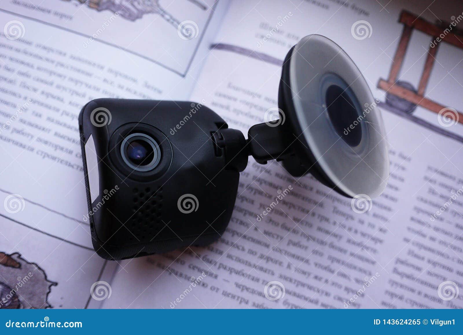 Auto camcorder vertoning Geïnstalleerd binnen de auto op het windscherm om te registreren wat op de weg gebeurt