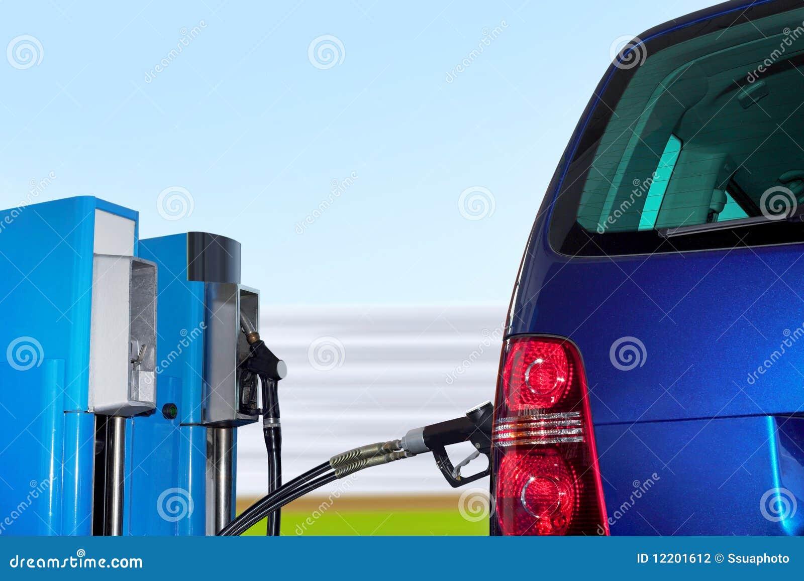 Auto an der Erdgas Station