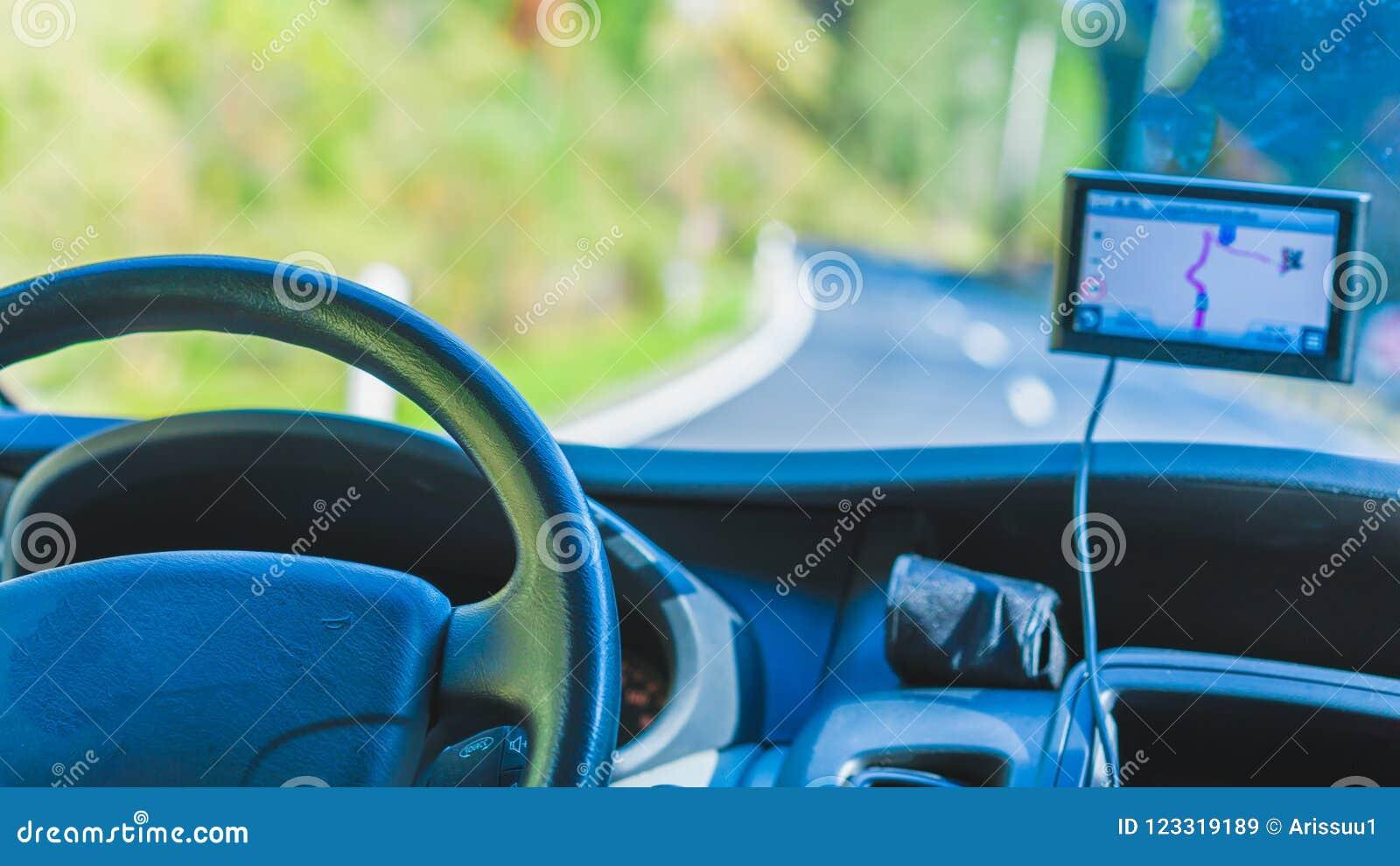 Auto GPS, das Navigations-Gerät aufspürt