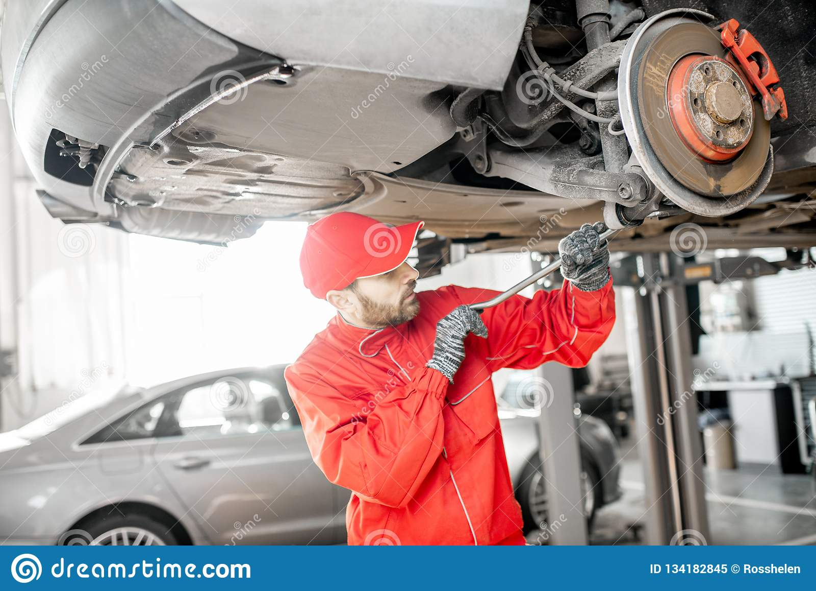 Auto mechanische het diagnostiseren auto bij de autodienst