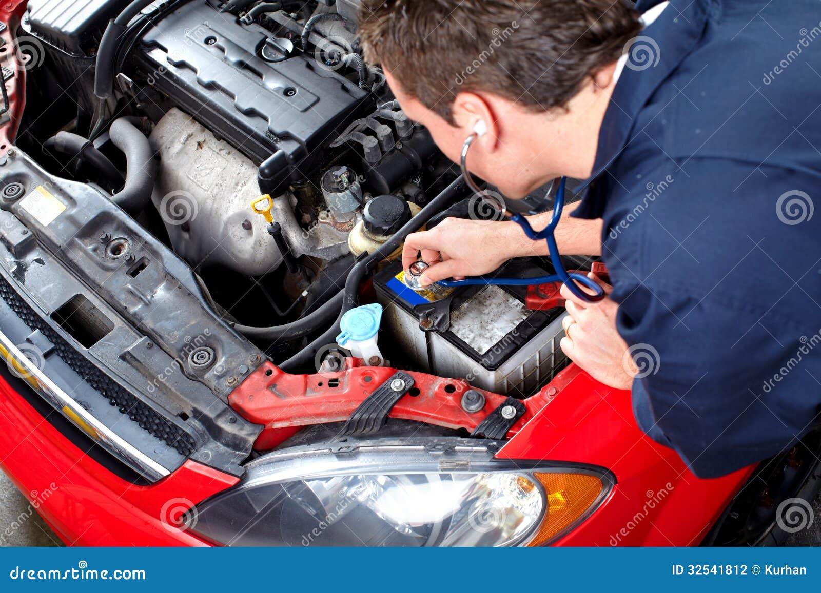 Auto mekaniker med en stetoskop.
