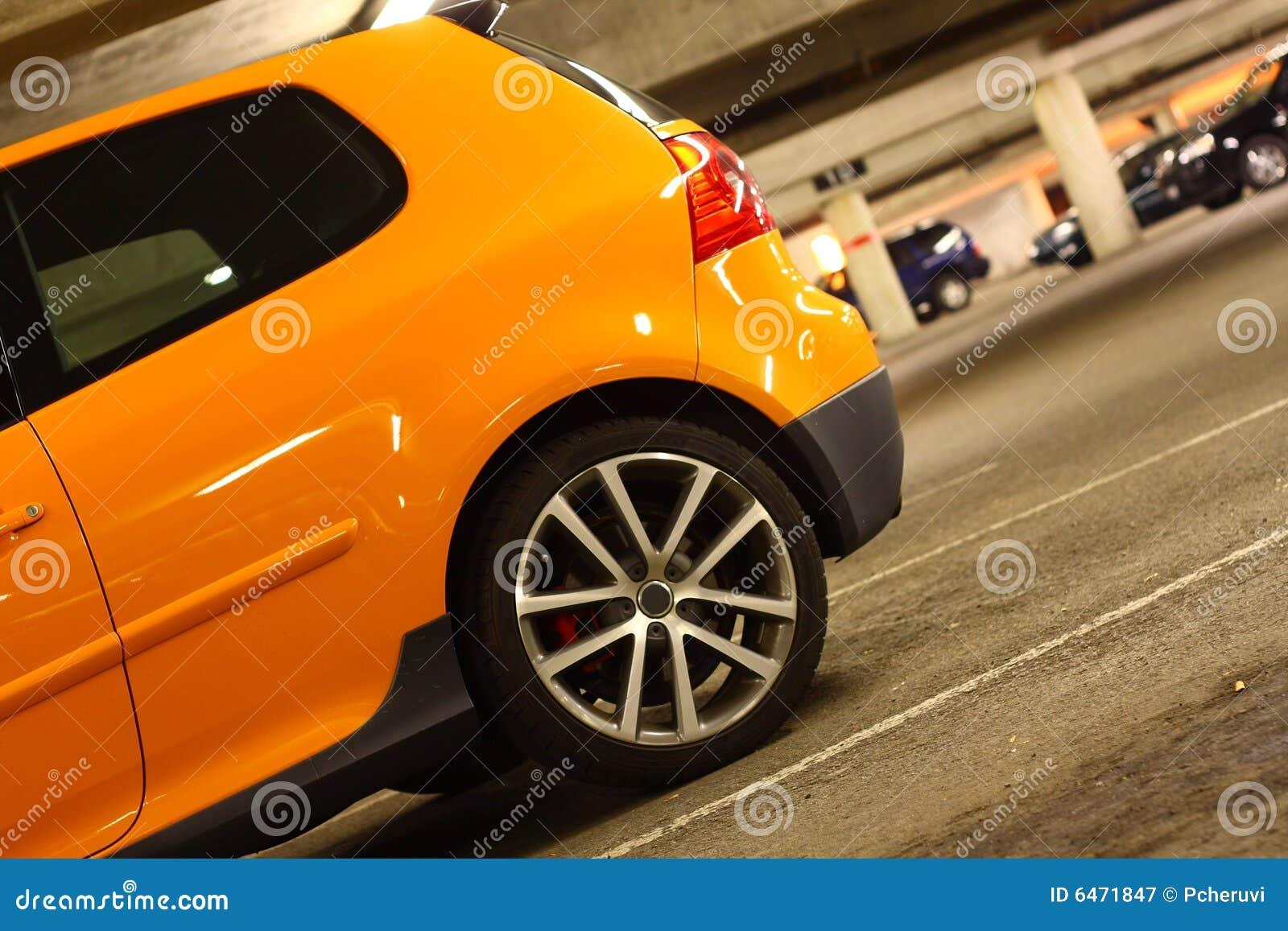 Auto in parkeerterrein
