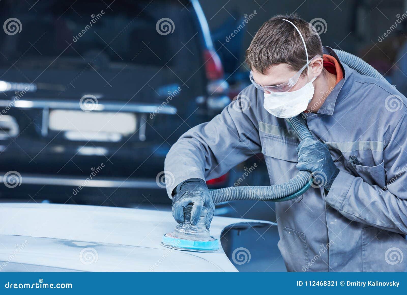 Auto reparador que mói a capota autobody