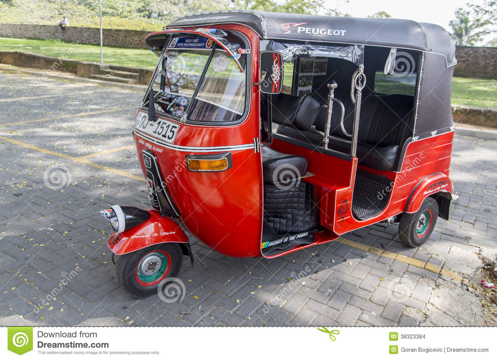 auto rickshaw and foreign tourist