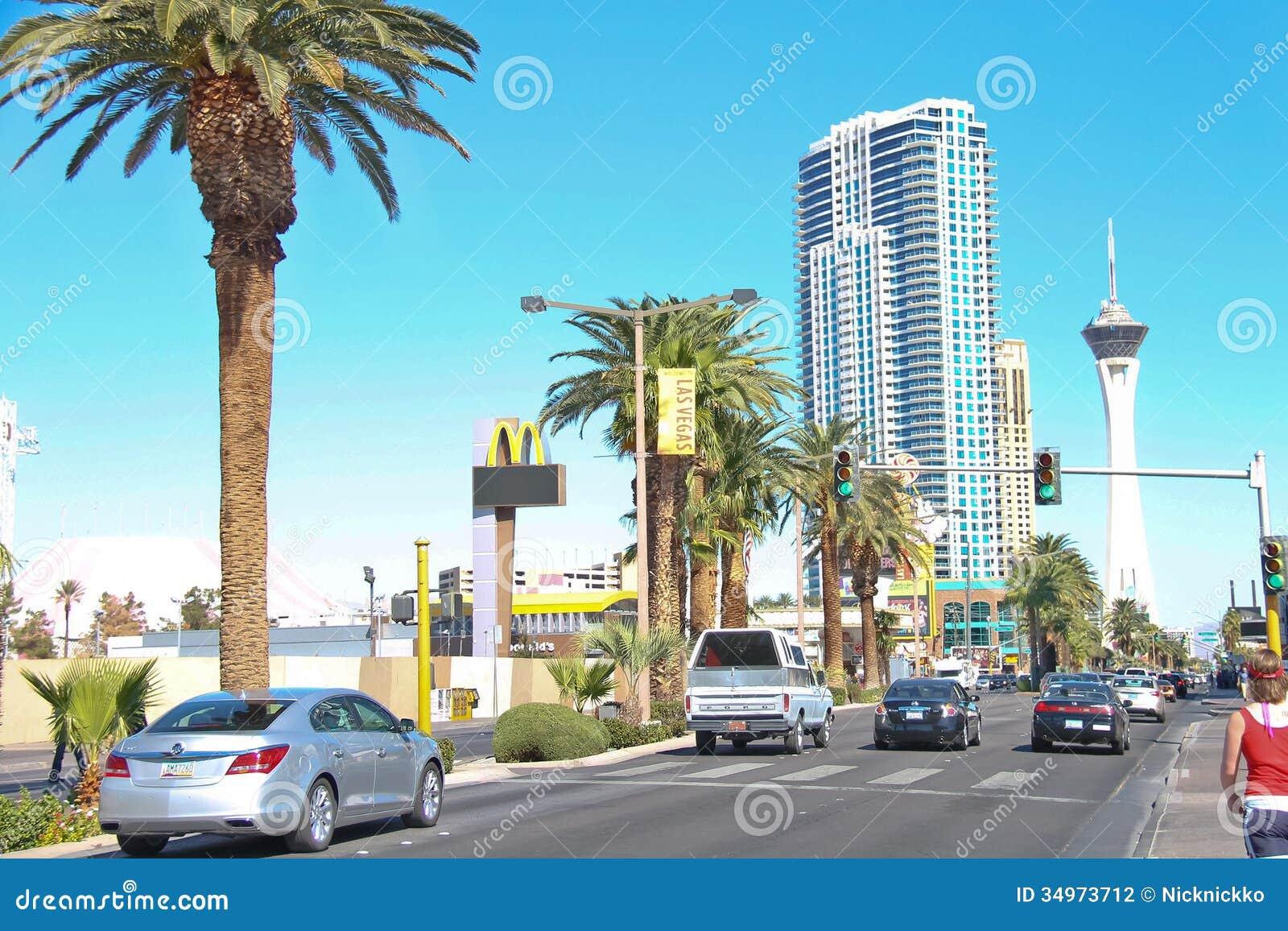 Auto s op de weg in het centrale deel van stad in Las Vegas, Nevad