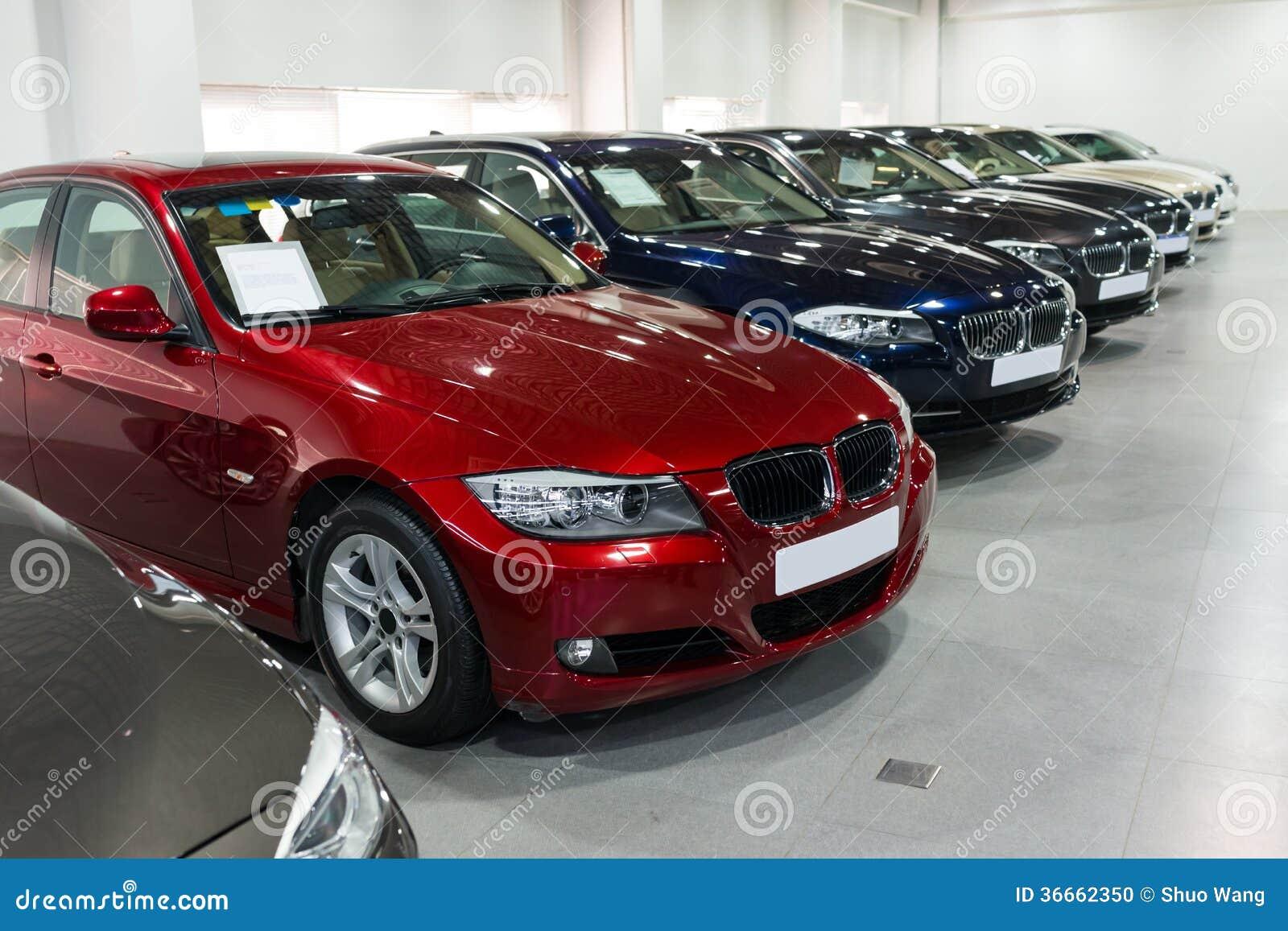 Auto s voor verkoop in toonzaal