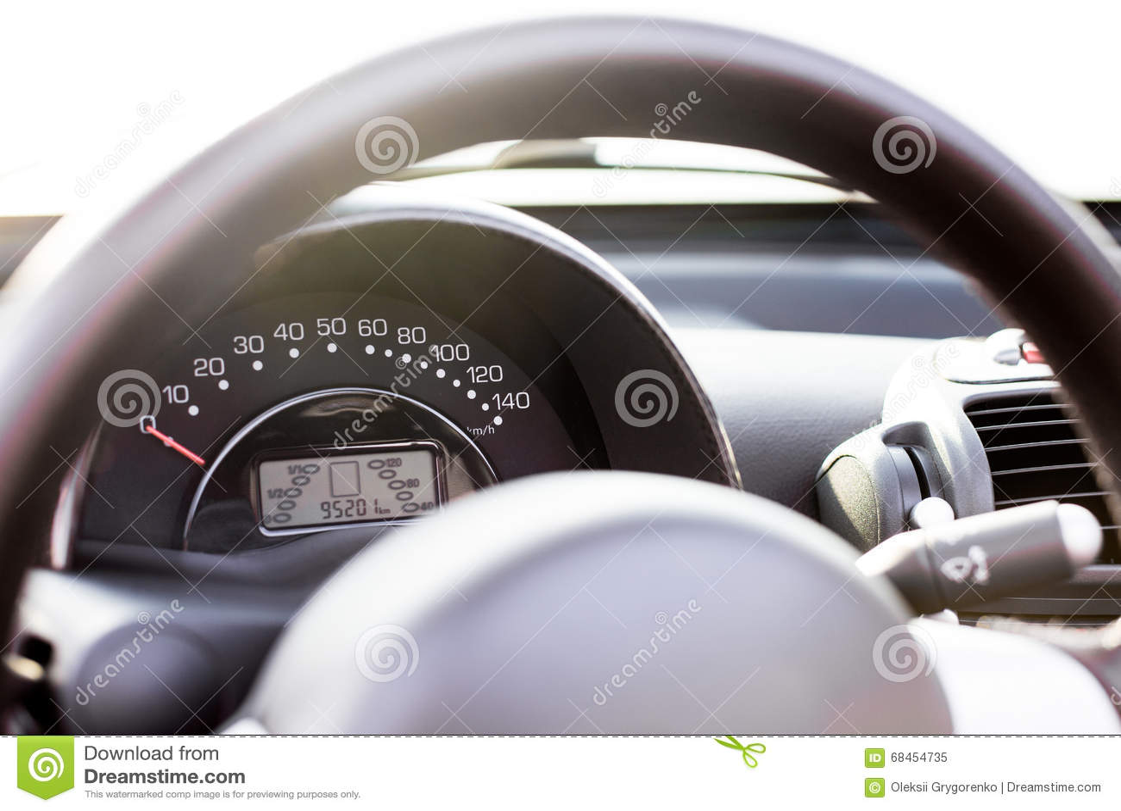 Auto speedmeter trought lenkrad stockbild bild von